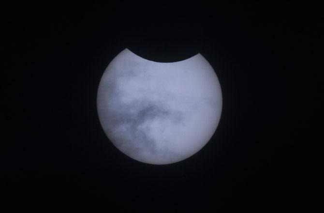 "<p style=""text-align: right;"">تمل ناڈو میں سورج گرہن کا خوبصورت نظارہ</p>"