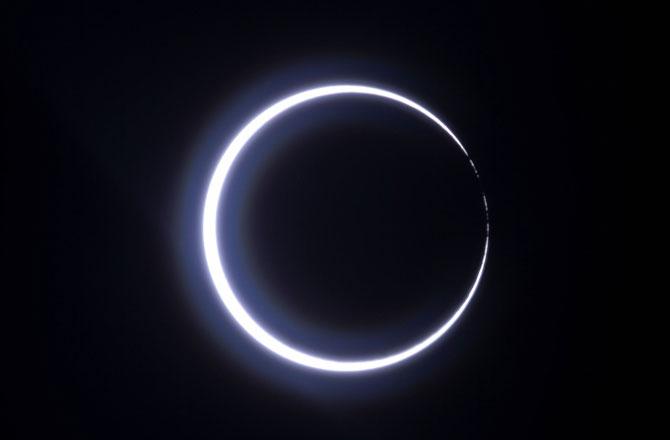 "<p style=""text-align: right;"">تمل ناڈو میں ۲۶ دسمبر ۲۰۱۹ کو نظر آنے والا سورج گرہن&nbsp;</p>"