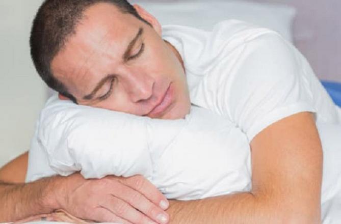 وقت پر سونا اور اٹھنا بہت ضروری ہے۔ تصویر: پی ٹی آئی