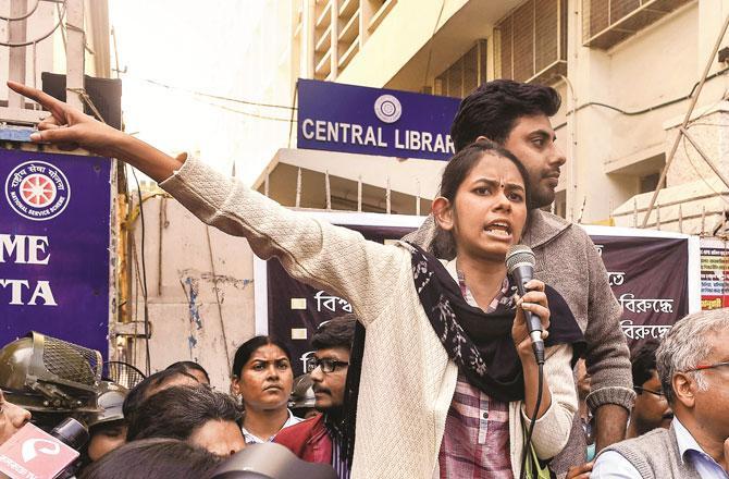 طلبہ لیڈر آئشی گھوش ۔ تصویر : پی ٹی آئی