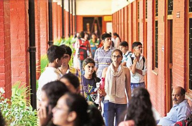 دہلی یونیورسٹی کے نتائج جاری ۔ تصویر : آئی این این