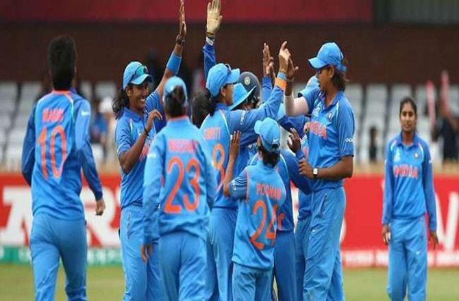 ہندوستانی خاتون کرکٹ ٹیم ۔ تصویر : آئی این این