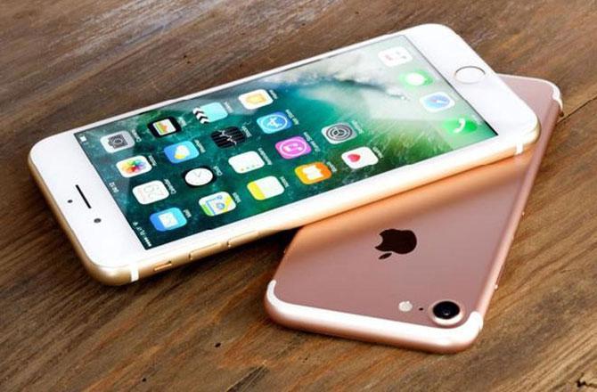 ایپل کا نیا سستاآئی فون مارچ میں متعارف کرائے جانے کاامکان ۔ تصویر ۔ مڈڈے
