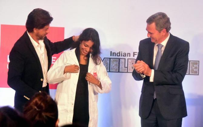 شاہ رخ خان نے نوجوان ریسرچر کے خواب کی حمایت کی