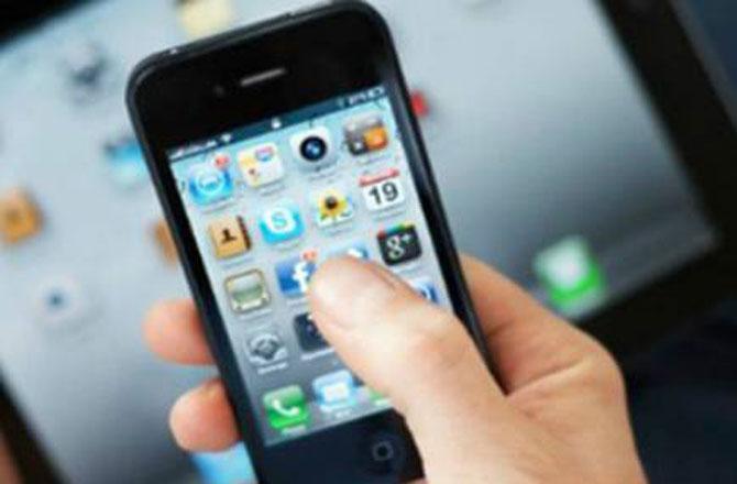 انوکھا اسمارٹ فون جو نازیبا تصویر نہیں کھینچے گا ۔ تصویر : آئی این این