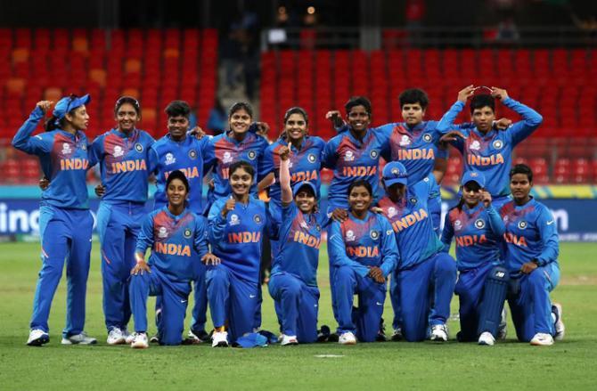 ہندوستان کی خواتین ٹیم انڈیا کی فتح کی کہانی تصویروں کی زبانی