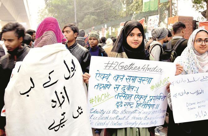جامعہ کے طلبہ کا احتجاج ۔ تصویر : انقلاب