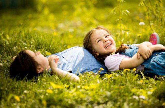باغ میں بچے کھیلتے ہوئے ۔ تصویر : آئی این این