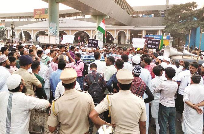 شہریت ترمیمی قانون کیخلاف میرا روڈ میں احتجاج ۔ تصویر : انقلاب