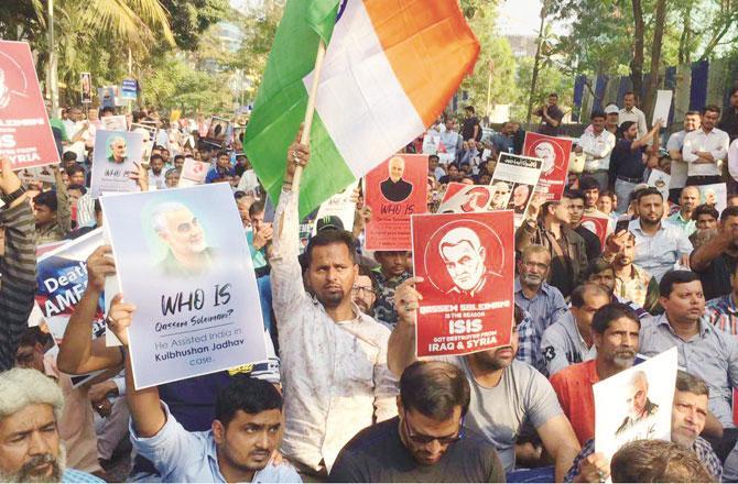 امریکی جارحیت اورجنرل قاسم سلیمانی کو شہید کرنے کے خلاف احتجاج کیا جارہا ہے۔ تصویر: انقلاب