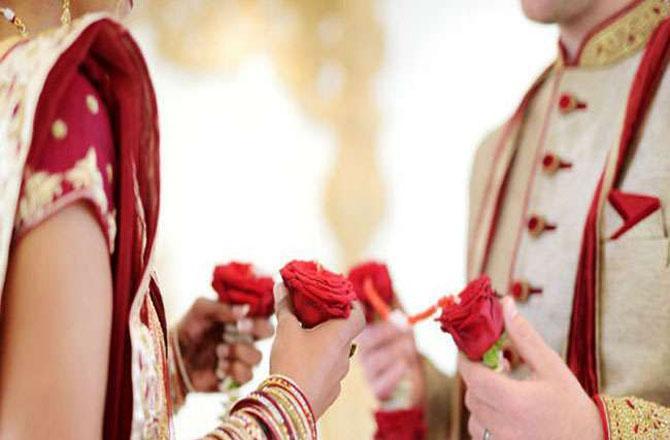 کیا یہ ضروری ہے کہ ڈھیر ساری رقم خرچ کرکے شادی کی جائے؟