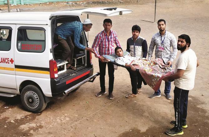 Muhammad Moiz was taken to the examination room by ambulance. Photo: INN