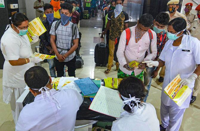 Medical Staff doing screening - Pic : PTI