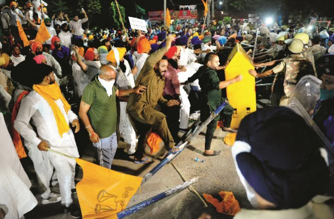 Farmers protest. Photo: PTI