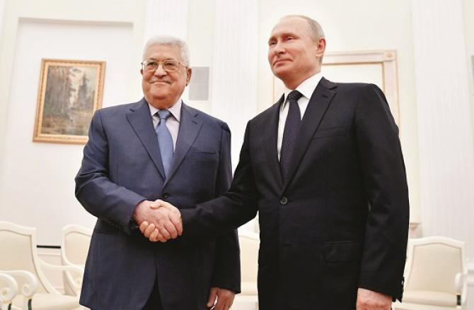 Putin and Mahmoud Abbas. Photo: INN