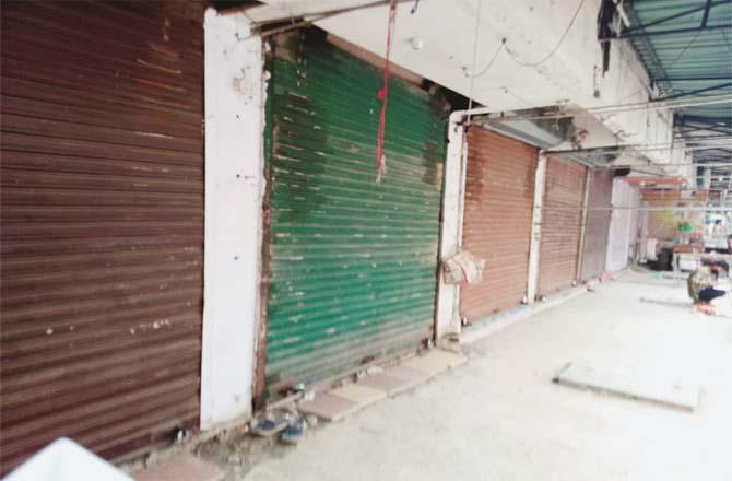 Closed shops can be seen on Mira Road Photo Inqilab