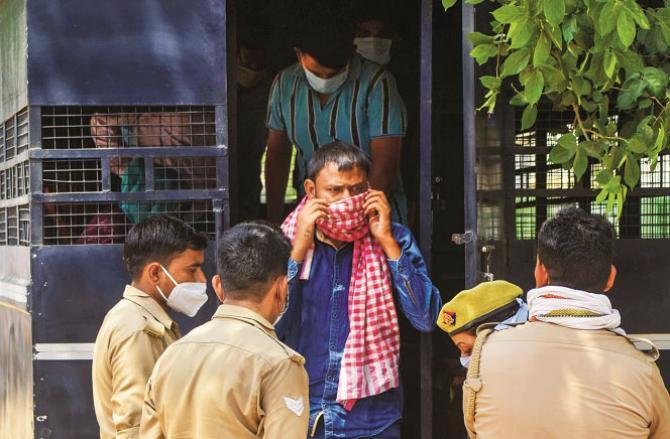 Prayag Raj: Police have brought the prisoner for test.Picture:INN