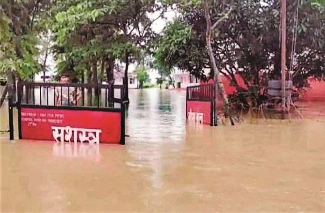 A government building submerged in the Gandak River.Picture:Inquilab