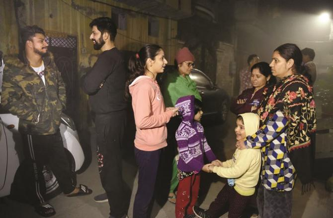 In the Indian city of Amritsar, people came out of their homes after the tremors.Picture:Agency