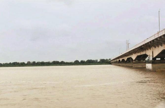 Ayodhya: A scene of the flood in Serjo.Picture:INN