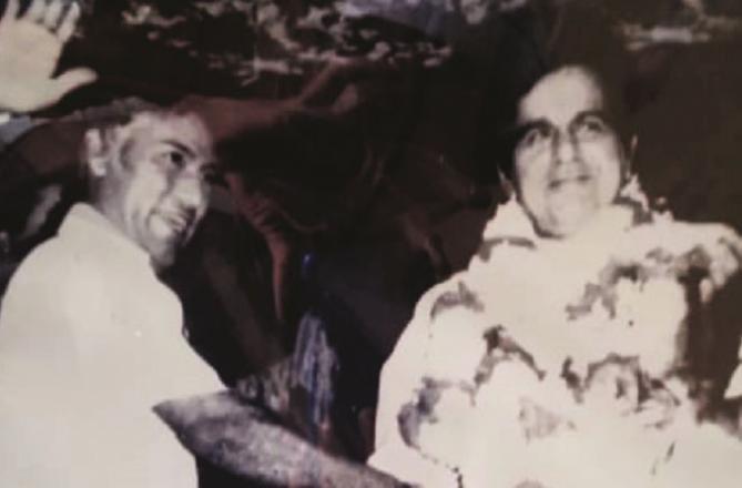 Rashid used to shake hands with artist Kumar. Picture:INN