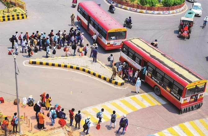 Lockdown is also taking advantage of the compulsions of those returning to their homeland.Picture:PTI