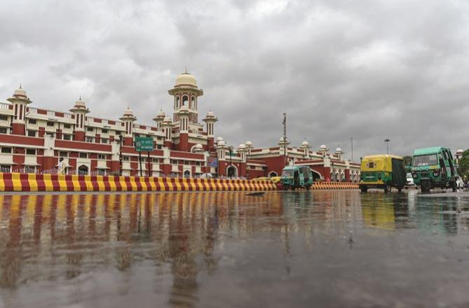 Lucknow: A view outside the Charbagh Railway during rains.Picture:PTI