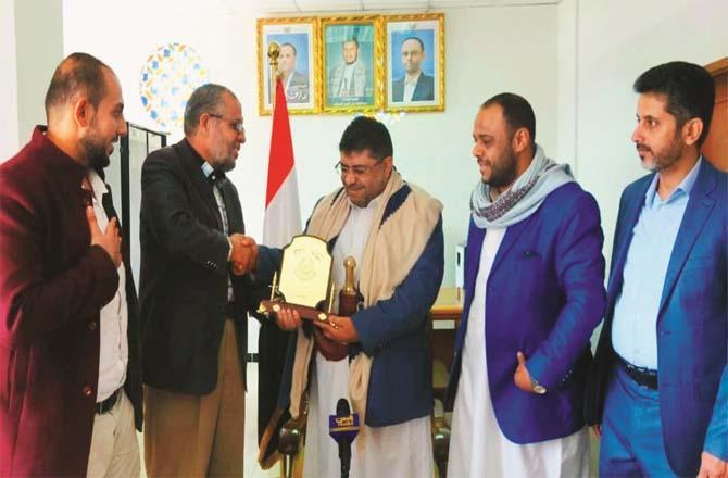 Hamas leader Abu Shamala handing shield to Houthi leader Mohammed Ali al-Houthi (shoulder shawl).Picture:PTI