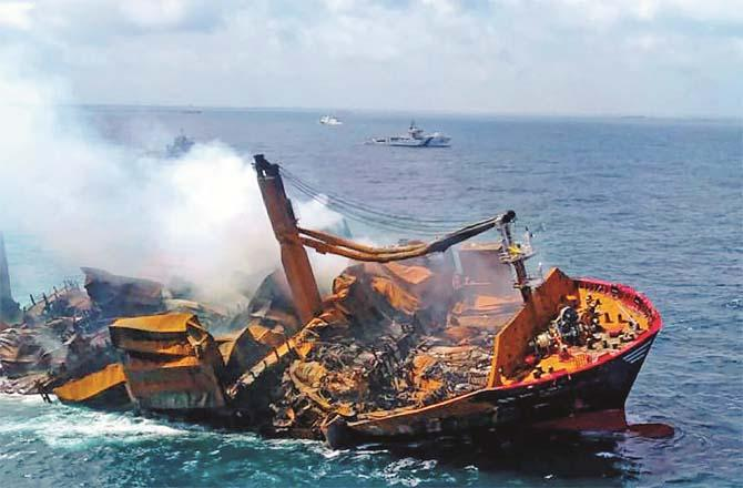 Singapore plane sinks 2 weeks after crash (Photo: Agency)