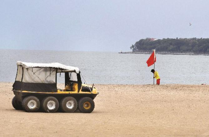 Lifeguards can be seen on the shores of Mumbai busy preparing for the storm.Picture:INN