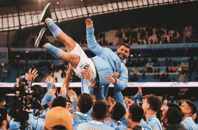 City players bounce Sergio Agüero. Picture:INN