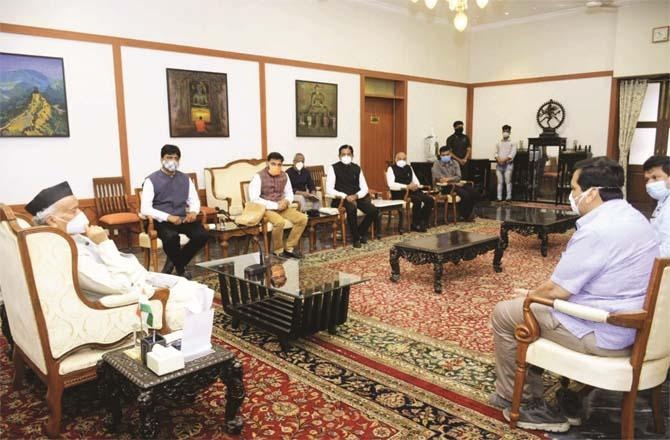 A delegation of businessmen called on Governor Bhagat Singh Koshiari.Picture:Inquilab