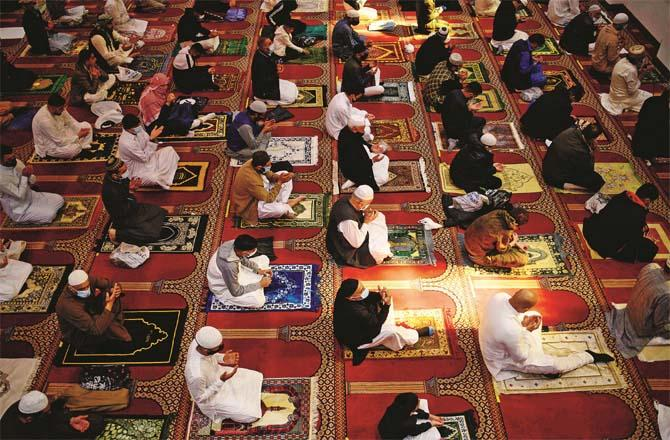 Eid prayers were held in Bradford, northern England, keeping in mind the social distance.Picture:Agency