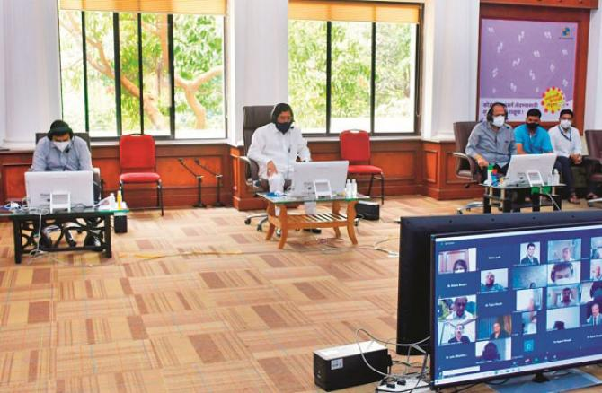 Minister of State Eknath Shinde held an online meeting with doctors of the police station..Picture:INN