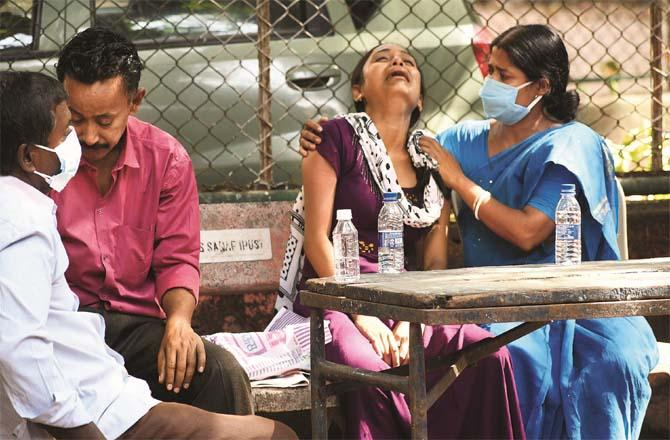 JJ, the widow of the slain Tripat Sarkar of Kolkata, is sighing outside the hospital. They were married 3 months ago.Picture:Inquilab