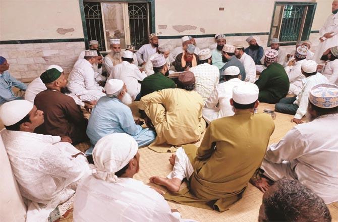 Meeting of Ulema and Imams of Sunni Mosques at Anjuman Jama Masjid in Malad malwani.Picture:Inquilab