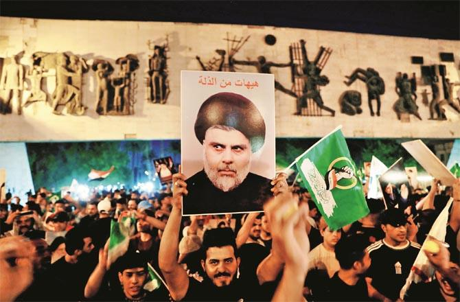 Muqtada al-Sadr`s party has emerged as the largest party in Iraq`s National Assembly. His supporters celebrate the victory. (Photo: Agency)