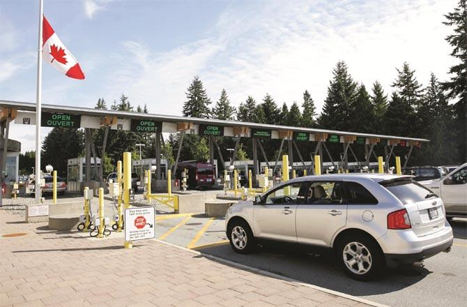US-Canada border where traffic was affected due to lockdown (file photo)