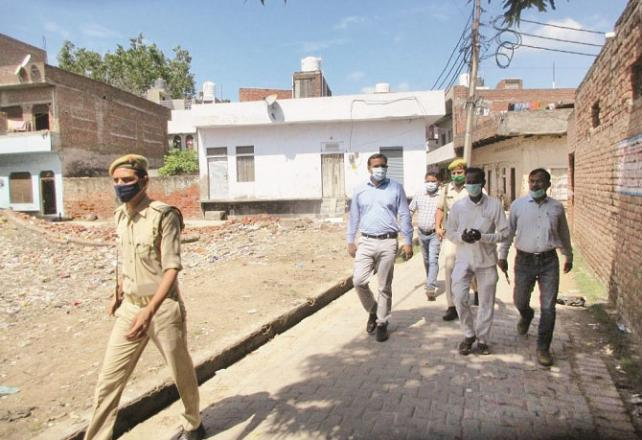 DM Chand Raja Vijay Singh of Wazabad is inspecting an area.Picture:INN
