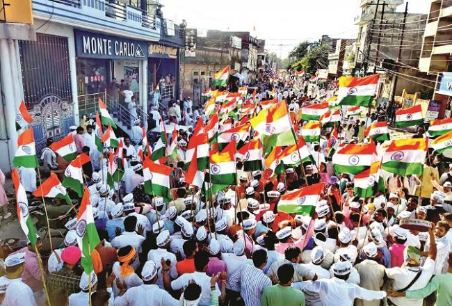 Ayodhya: A large number of people are seen in the Tricolor Sankalp Yatra