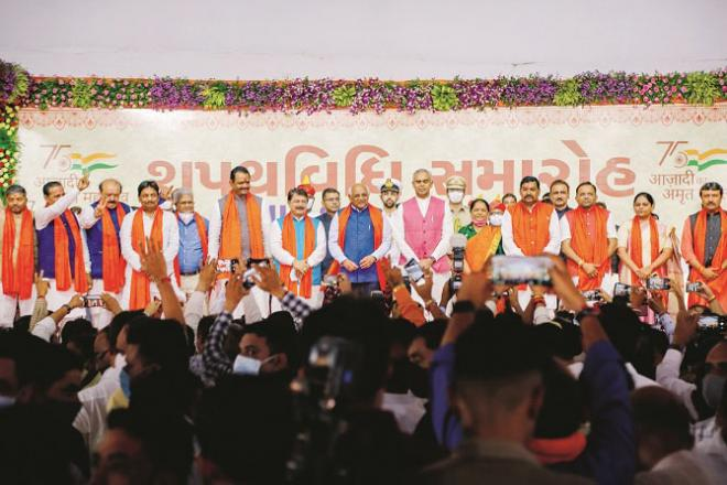 After the swearing in of the new cabinet in Gujarat, all the ministers from one stage to the media.Picture:INN