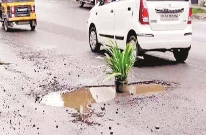 A pothole can be seen in the pit to save motorcyclists from an accident due to a pit on Dombivli Road.Picture:Inquilab