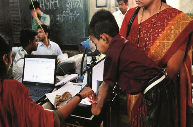 The Education Department has directed to enter the details of Aadhar card of the students on the simple portal. (File photo)